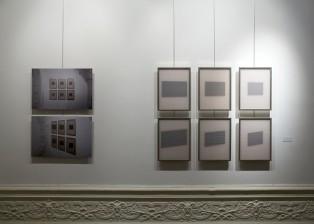 6 cadres de 40 x 30 cm, papier millimétré, carton noir, 2 cadres de 40 x 60 cm, tirage photographique