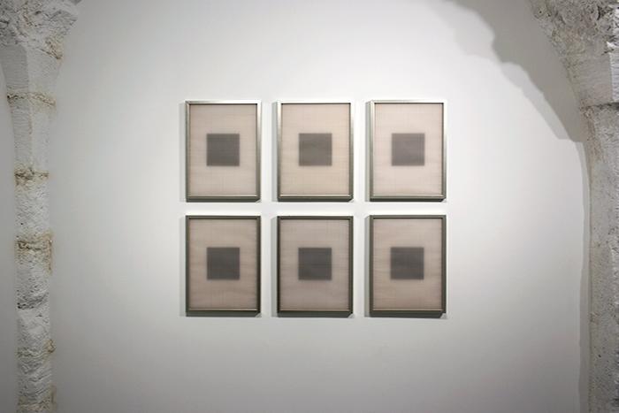 Carré Noir, 2012, 2 cadres de 40 x 60 cm, tirage photographique, 6 cadres de 40 x 30 cm, papier millimétré, carton noir